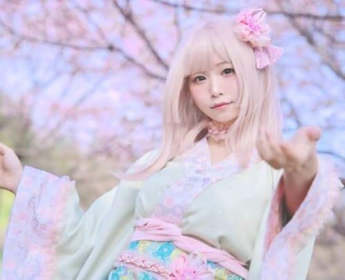 (日本語) 「4月に現れる桜の精」大人気コスプレイヤー『五木あきら』が満開の桜の下で和服姿を披露🌸