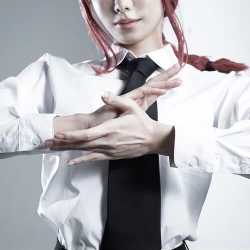 (日本語) 奇跡の2.5次元ボディコスプレイヤー『桃兎もも』が完璧に美しい「チェンソーマン/マキマ」のコスプレを公開!