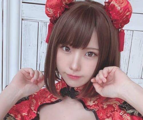 (日本語) おまたが大変?!日本一のコスプレイヤー『えなこ』が「月刊少年チャンピオン」6月号のオフショットを披露!